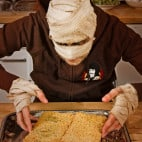 Halloween Rezept Pyramidenkuchen: Streuselkuchen als Grundlage
