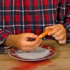 Halloween Rezept Würstchenfinger: Präparierung des Fingers 2