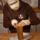 Halloween Rezepte Sarkophag Kuchen: Deckel schneiden