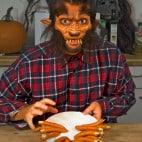 Halloween Rezept Würstchenfinger: Auf dem Teller!