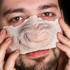 Anpassen der Werwolf Schnauze aus Latex für das perfekte Werwolf Make-up