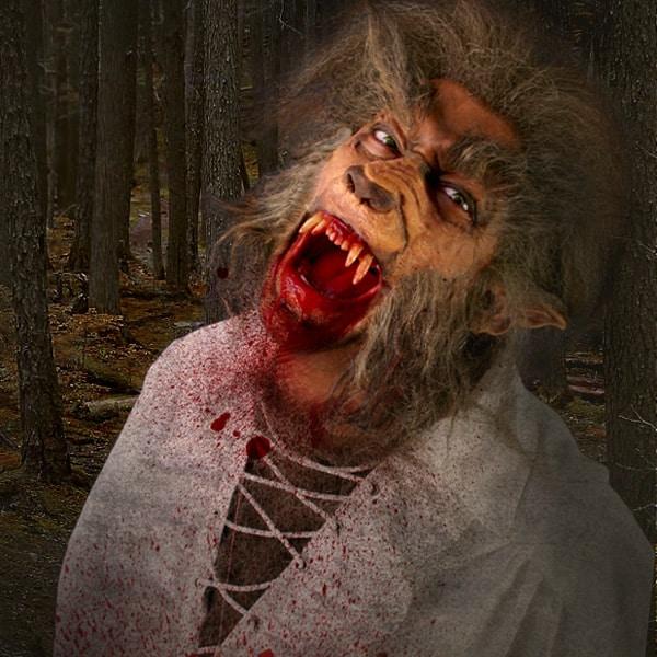 Eindrucksvolles Werwolf Deluxe Make-up mit blutigen Zähnen