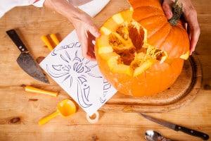 Halloween Kürbis Muster schnitzen
