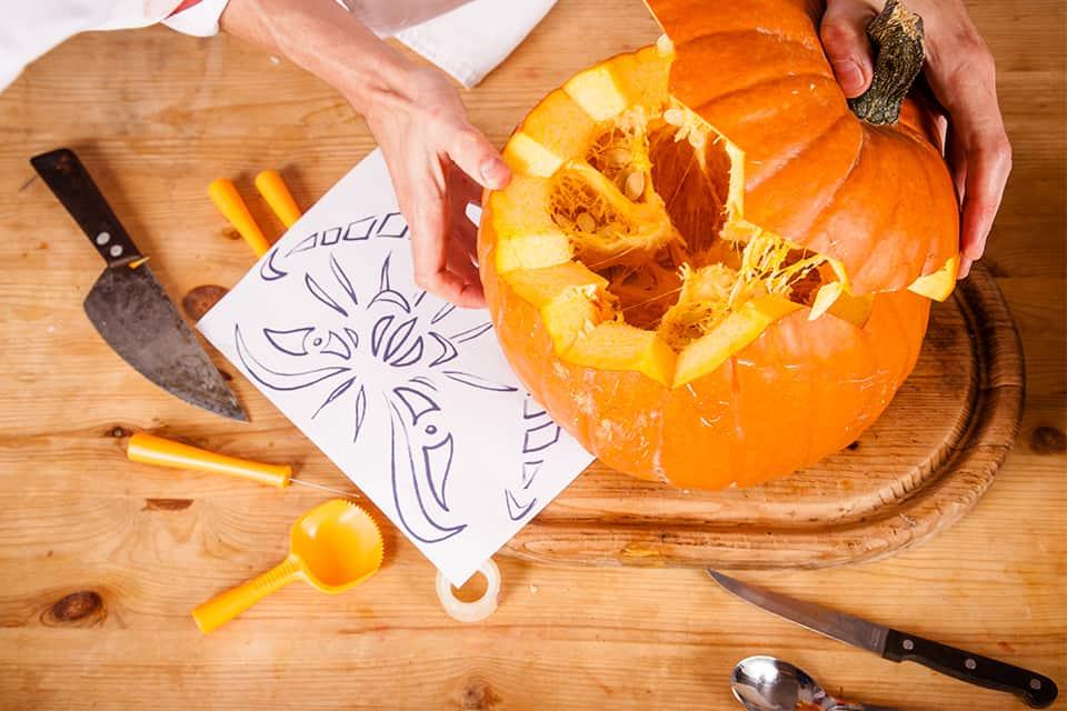 Kürbis Schnitzen Tipps Und Werkzeuge Jetzt Entdecken Halloweende