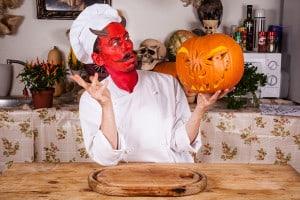 Halloween Kürbis selbst schnitzen Anleitung