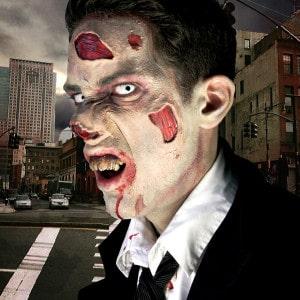 Blasser Teint, ungesunde Zähne, Hautprobleme - das kann nur ein Zombie sein!