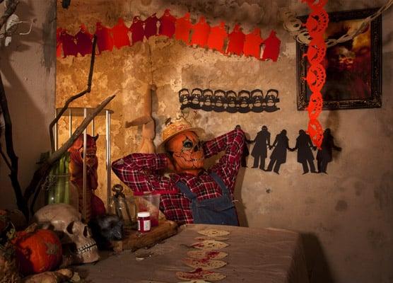 So ein Keller sieht doch mit einer zünftigen Halloween Girlande gleich viel gemütlicher aus