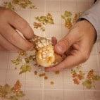 Halloween Rezepte Spinneneier: Eier schälen