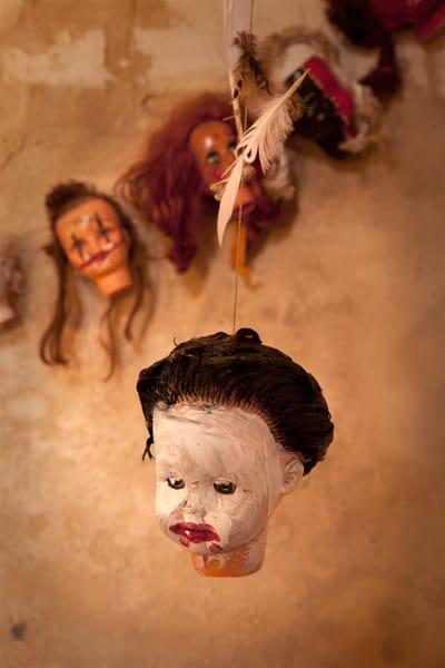 Halloween Dekoration zum Selberbasteln: Girlande aus Puppenköpfen