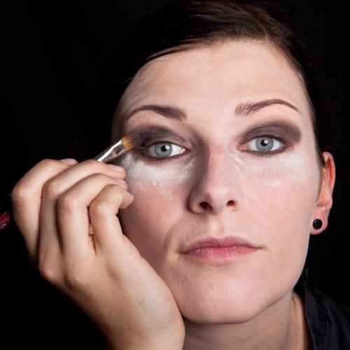 Halloween Schminkanleitung Schwarze Witwe Bild 3 - Das schminken der Augen