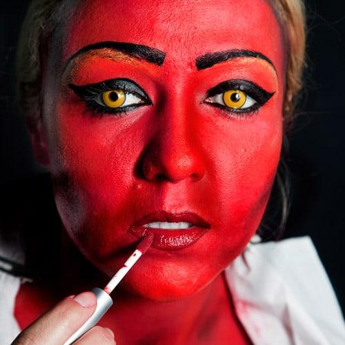 Halloween Schminkanleitung Als Sexy Teufelin Halloweende
