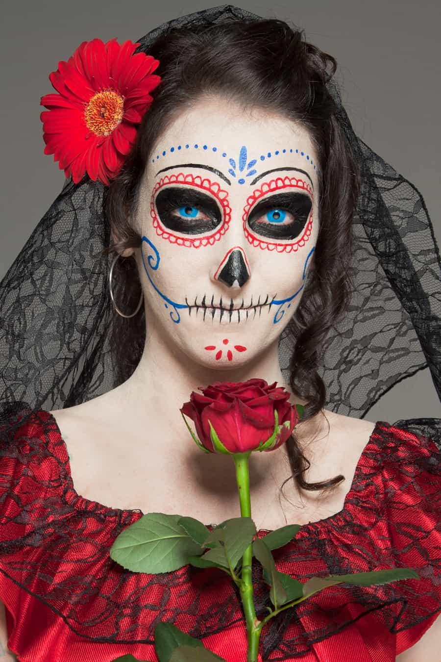 Charmant Dia de los Muertso Dame mit Rose