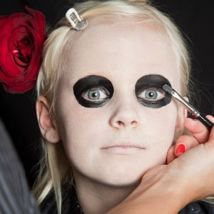 Dia de los Muertos Make Up Schmink-Anleitung Mädchen (3)