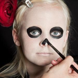 Dia de los Muertos Make Up Schmink-Anleitung Mädchen (4)
