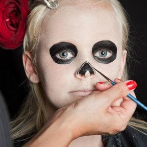Dia de los Muertos Make Up Schmink-Anleitung Mädchen (5)