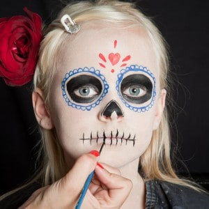 Dia de los Muertos Make Up Schmink-Anleitung Mädchen (8)