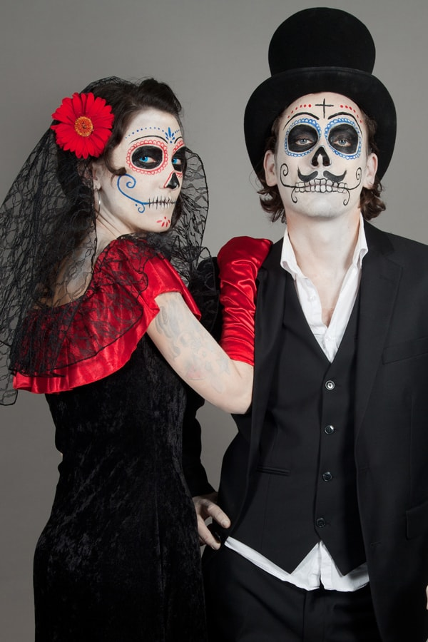 Elegante Halloween Verkleidung: als Dia de los Muertos Paar