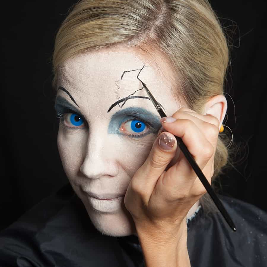 ... Halloween Make-up Broken-Doll Schminkanleitung-13