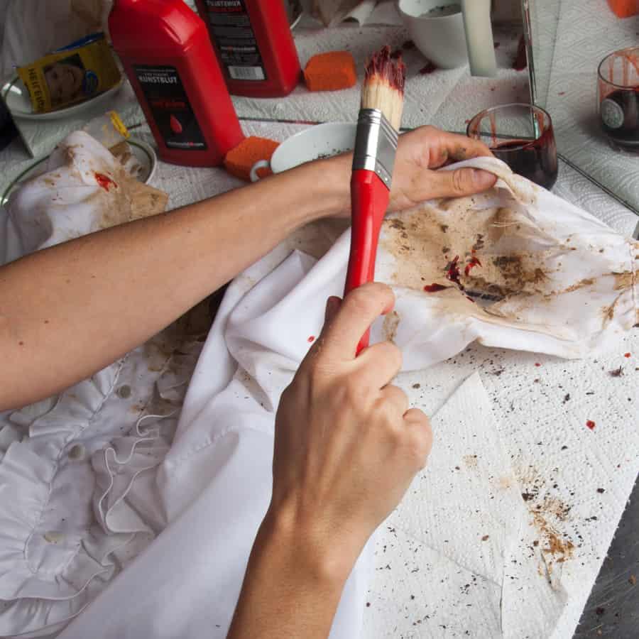 Halloween Schminktipp Zombie Make-up Anleitung 13