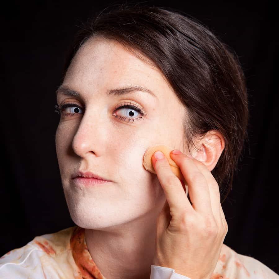 Halloween Schminktipp Zombie Make-up Anleitung 30