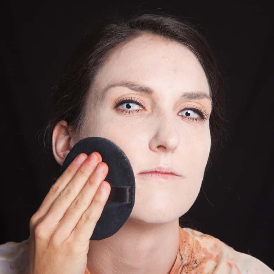 Halloween Schminktipp Zombie Make-up Anleitung 31