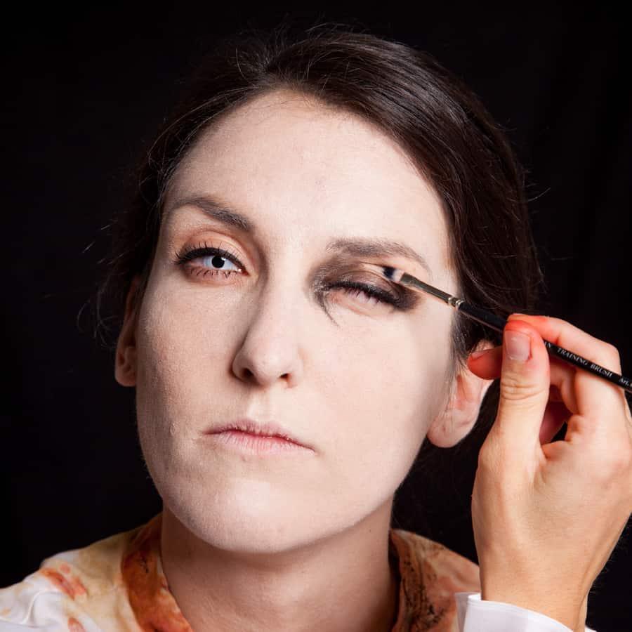Halloween Schminktipp Zombie Make-up Anleitung 32