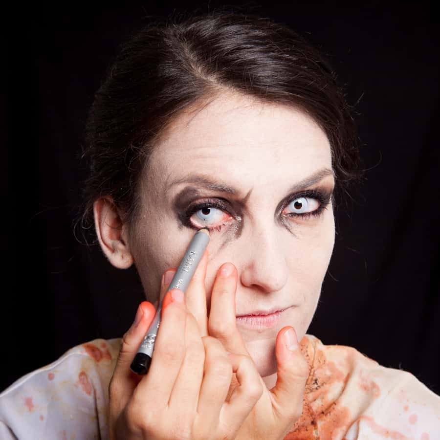 Halloween Schminktipp Zombie Make-up Anleitung 33