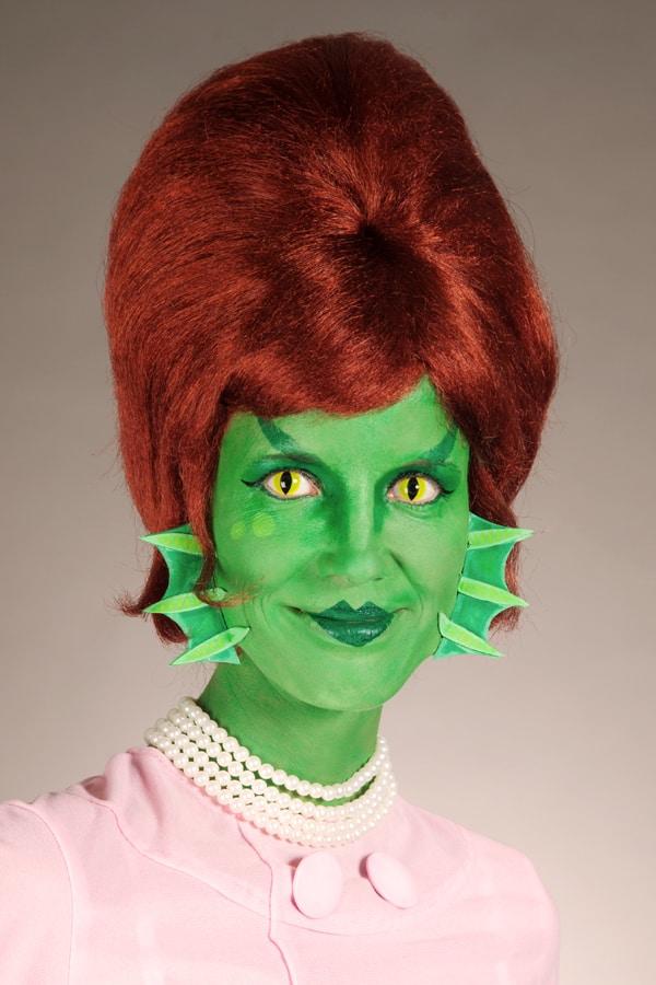 Halloween Schminkanleitung für Frau Kiemenmensch  mit Schablonen zum Downloaden