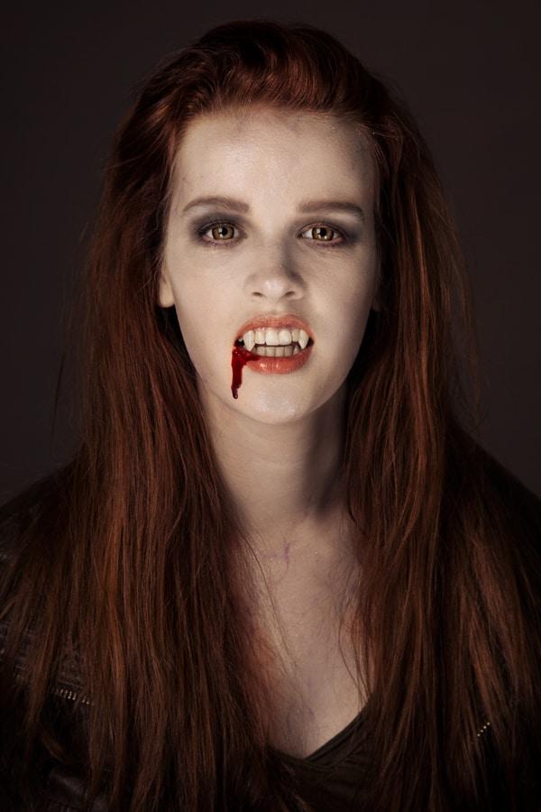 So schminkst Du dich zum coolen Teenager Vampir