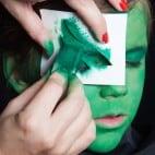 Kinder Halloween Make-up Schminkanleitung Kiemenmensch 28
