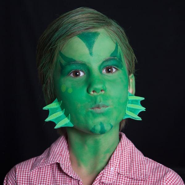 Kinder Halloween Make-up Schminkanleitung Kiemenmensch 38
