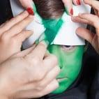 Kinder Halloween Make-up Schminkanleitung Kiemenmensch 24