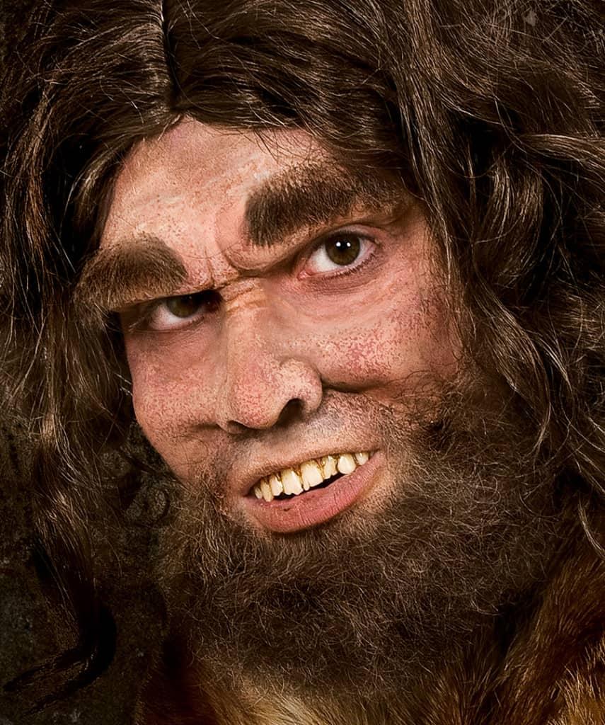Eine lustige Idee ist es, sich an Halloween als Urmensch zu schminken.