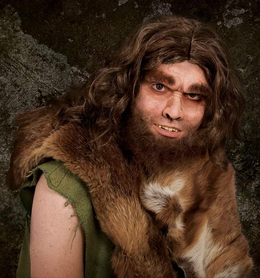 Eine lustige Halloween Verkleidung ist der Höhlenmensch