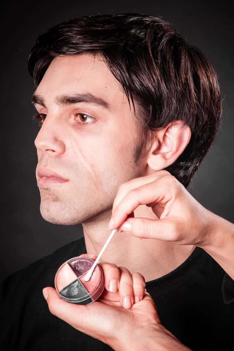 Narben Schminken Kollodium.Narben Einfach Selber Schminken Wir Zeigen Dir Wie Es Geht