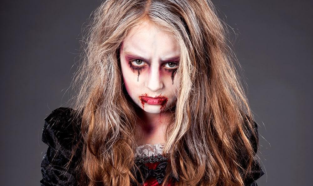 Kinderschminken Vampir in der Schritt für Schritt Anleitung