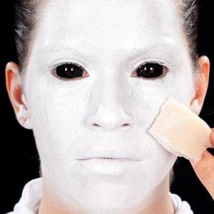 Halloween Schminkanleitung Nonne mit Make-Up