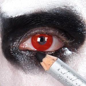 Saw Puppe Augen schminken