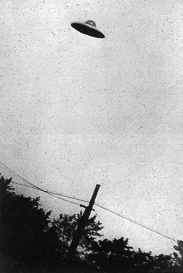 Fotografie eines UFOs, aufgenommen am 31.07.1952 in New Jersey (USA) | Quelle: Wikipedia | http://en.wikipedia.org/wiki/Unidentified_flying_object#mediaviewer/File:PurportedUFO2.jpg