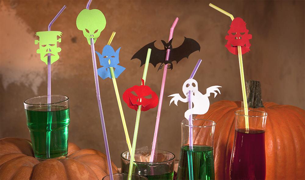 Lustige-Halloween-Strohhalme-als-Tischdekoration