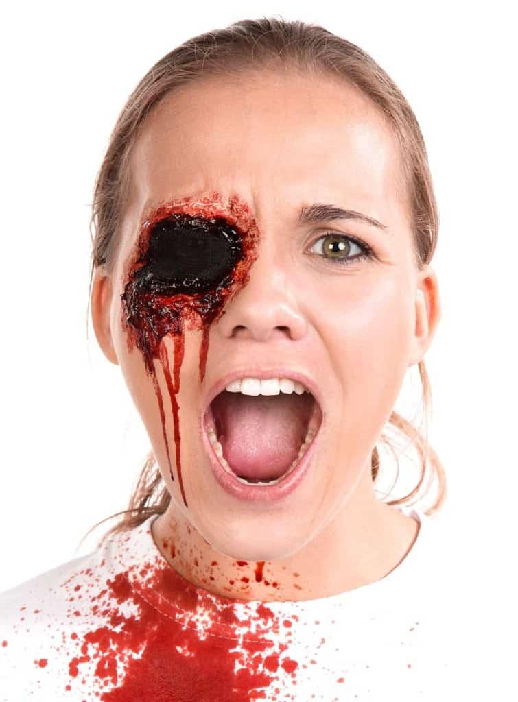 Halloween Schminkanleitung blutiges Auge 15