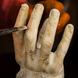 Halloween Deko Zombie Hand im Blumentopf (13)