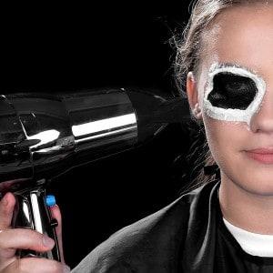 Halloween Schminkanleitung blutiges Auge 11