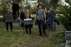 Das sind die sechs Studenten, die das Haus auf paranormale Aktivitäten untersuchen wollen.