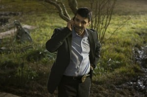 Detective Mark Lewis (Frank Grillo) ist der leitende Beamte am Tatort.