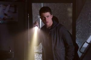 Zach Cooper (Dylan Minnette) versucht, hinter das Geheimnis seiner Nachbarn zu kommen. | GOOSEBUMPS TM Scholastic. Movie ©2015 CPII. All Rights Reserved.