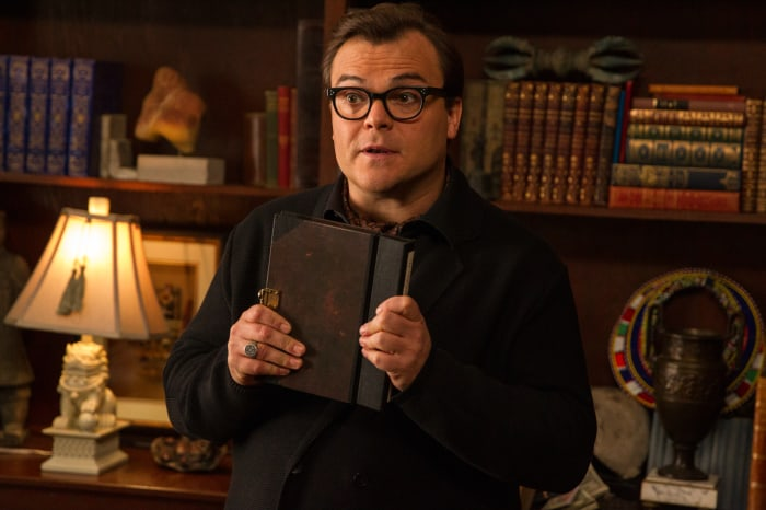 R. L. Stine (Jack Black) hütet ein düsteres Geheimnis. | GOOSEBUMPS TM Scholastic. Movie ©2015 CPII. All Rights Reserved.